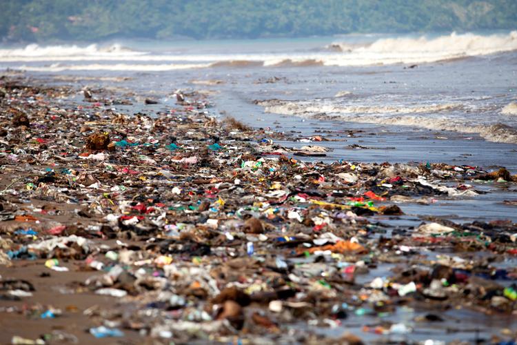 Brussel wil plastic afval terugdringen