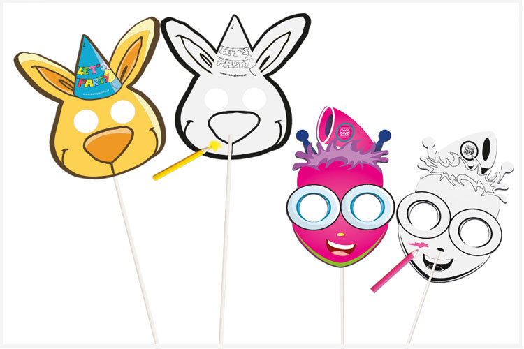 Maskers op papieren stokje